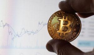 Биткоин дешевеет, какидругие криптовалюты, эксперты неисключают падения до$10тыс.